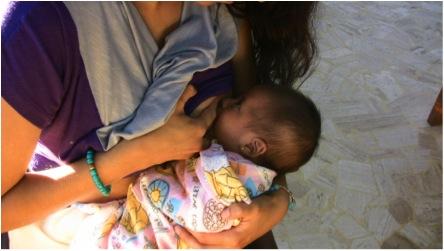 ERROR: Bebé amarrado, posición inadecuada para comer