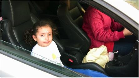 ERROR: Un niño menor de 12 años NUNCA debe viajar en el asiento delantero