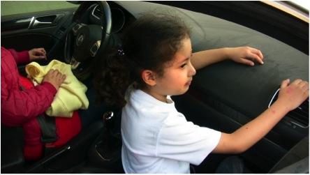 ERROR: Un niño sin fijación adecuada y en el asiento delantero está expuesto a tener graves lesiones o incluso morir en caso de un accidente automovilístico